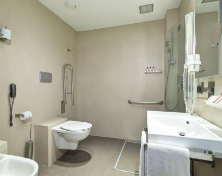 Wheelchair accessible room with bath-Hotel Royal Santina Rome 4 star hotel