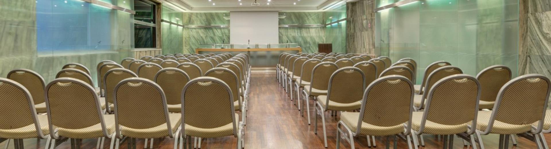 5 meeting rooms for up to 210 people in the centre of Rome!