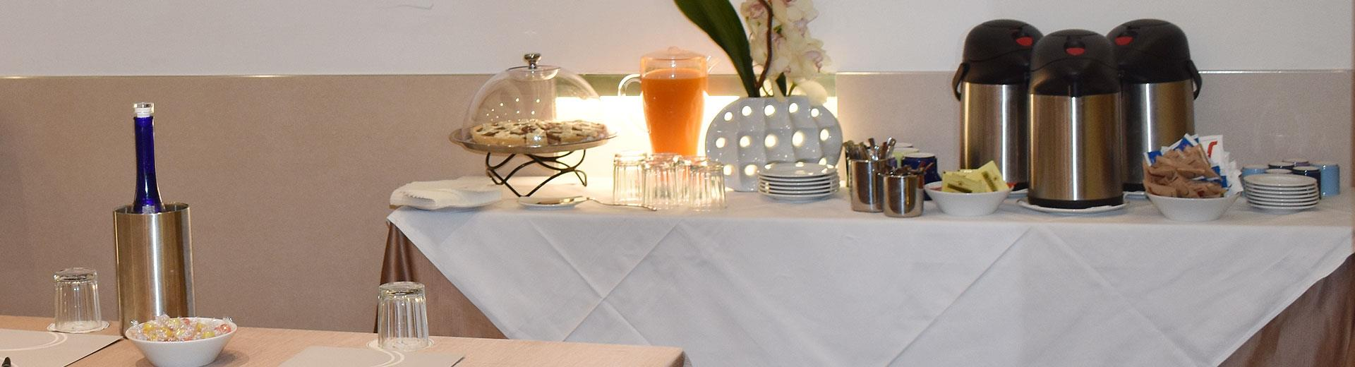 Personalized catering services: coffee breaks, aperitifs, light lunches